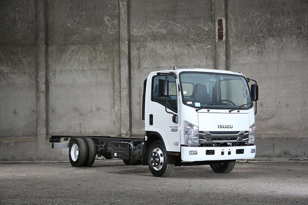Isuzu_N_Series_7point5T_1200x800_2